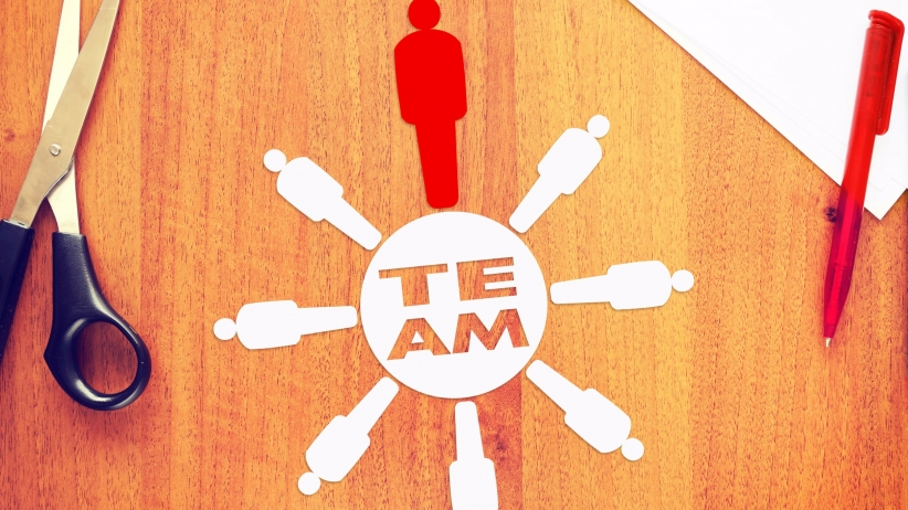 20160120174050-leadership-strong-unified-team-management-teambuilding-together-expert